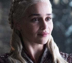 Эмилия Кларк призналась, что ее заставили сниматься в обнаженных сценах «Игры престолов»