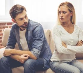 Почему люди остаются в несчастливых отношениях