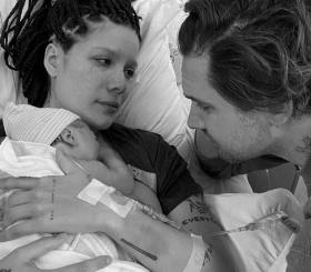 Певица Halsey стала мамой